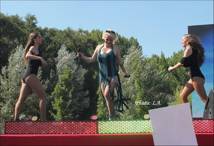 Bailarina fica nua em programa da TVI